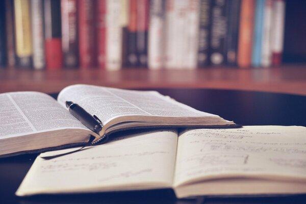 拓展思維的10大自我成長推薦書單 reading 600 400